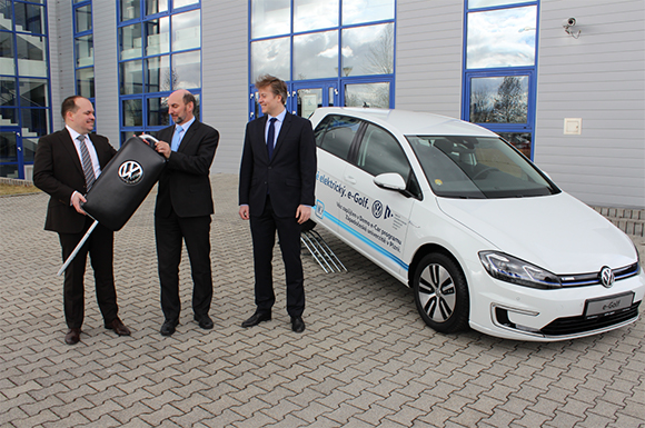 The Faculty of Electrical Engineering will use Volkswagen e-Golf for one year